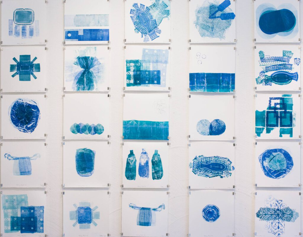Die Packing Prints - eine Installation von Druckgrafiken zur ökologischen Problematik von Verpackungen